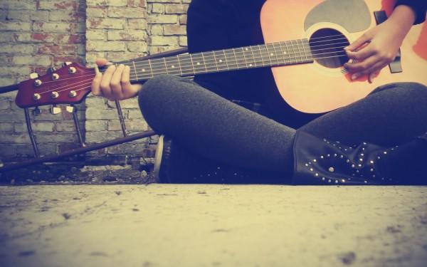 Girl-Playing-Guitar-600x375