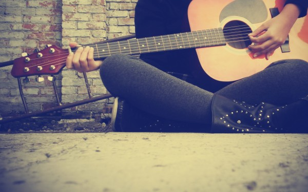 Girl-Playing-Guitar-600x375