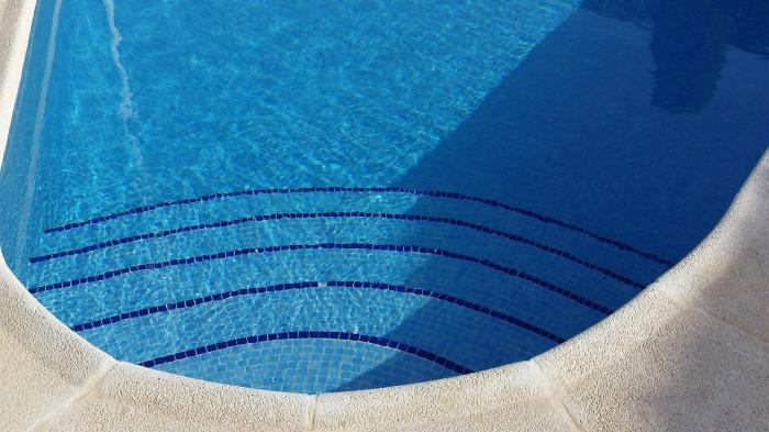 pool-53767_1920