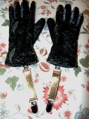 The flashy glove clips.